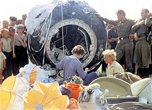В этой железяке, привязанной к парашюту, Валентина опустилась на Землю. Фото: «ИТАР-ТАСС»