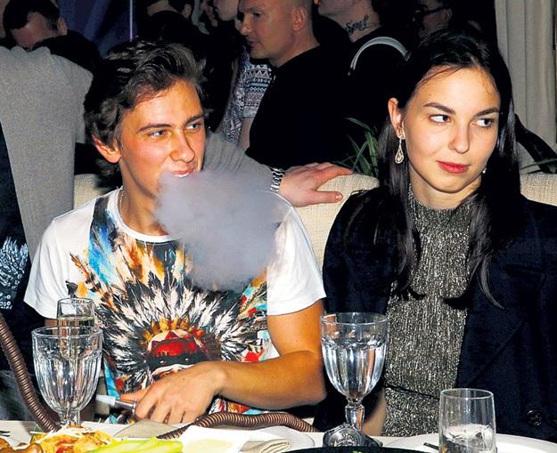 ВладиМир курил кальян
