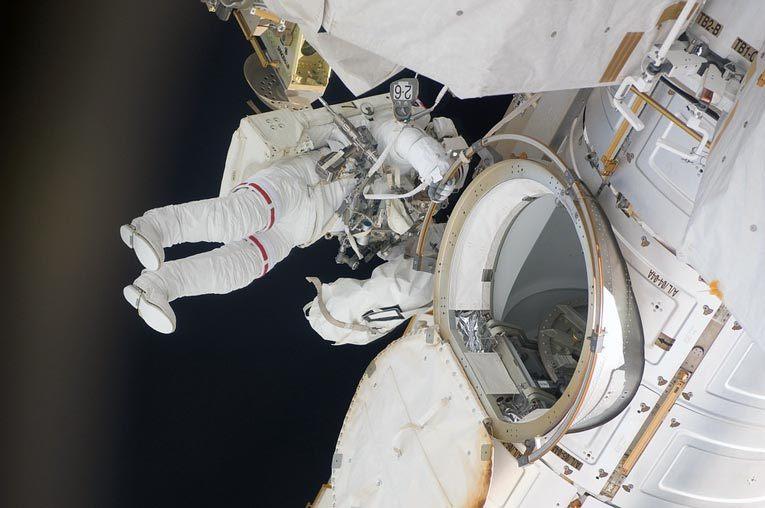 Человек в открытом космосе. Источник: pixabay.com