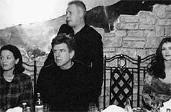 ТОМ ФРЕСТОН ( сидит в центре ): с Борисом Зосимовым закусывал селедочкой