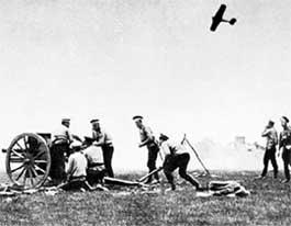 Второй всплеск наркомании в русской армии случился во время мировой войны 14-го года. Раненых тогда щедро кололи морфием, чтобы снять болевой шок