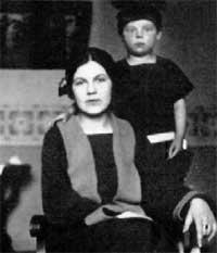 С ЛЮБИМОЙ МАМОЙ: не разлучались никогда (1924 г.)