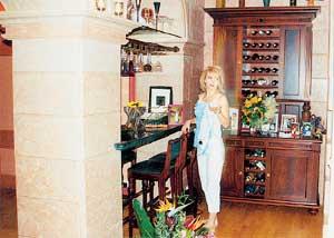ВИННЫЙ СКЛАД: дорогие гости трезвыми от Валерии не уйдут