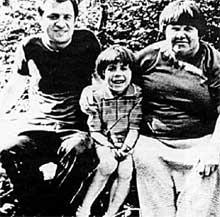 АЛЕКСАНДРА НИКОЛАЕВНА ЮМАШЕВА: с сыном Валентином и внучкой Полиночкой