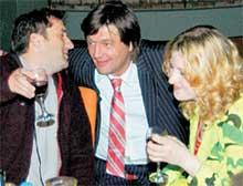 НА ТРОИХ: продюсер Марков (в центре) познакомил Масскву со своим другом