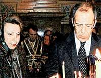 СЕРГЕЙ ЛАВРОВ: министр иностранных дел ставит свечку за мир во всем мире