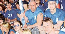 НА &#034БОЛЬШИХ ГОНКАХ&#034: Алексей (с флагом) внес серьезный вклад в победу российской команды
