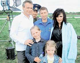 ФОТО НА ПАМЯТЬ: знаменитые актеры с удовольствием сфотографировались с пилотами и их детишками