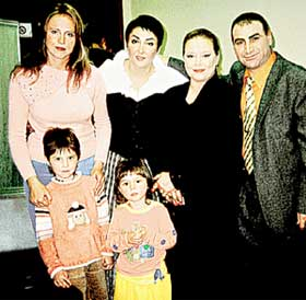 ПОСЛЕ ЭФИРА: Лолита и певица Людмила Сенчина с удовольствием снялись с семейством Бру