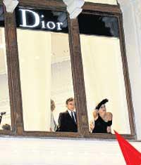 ЗЛОВЕЩИЙ ВИД: в окно бутика актриса с содроганием увидела Лобное место и Мавзолей