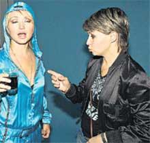 СЕСТРЫ: Ира (справа) заботливо следит за здоровьем Кати