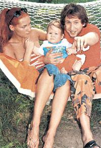 АРТИСТ: с первой женой Майей и сыном Сашей