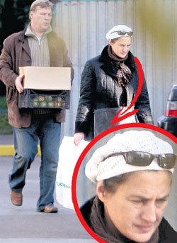 За покупками Анатолий ходит вместе с женой Натальей, хотя уверяет, что разведён