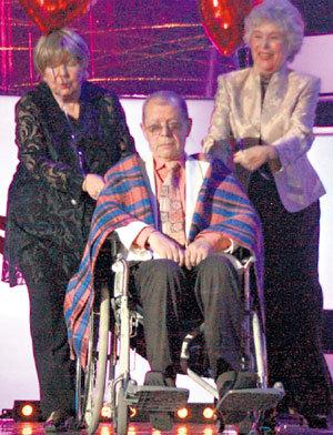 На торжественном вечере АРКАНОВА опекали Ольга АРОСЕВА и Вера ВАСИЛЬЕВА