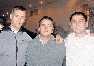 Никита с братьями Антоном (слева) и Алексеем