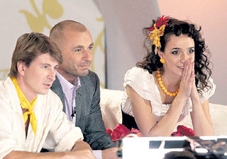 В ожидании оценок нервничали не только Лера и Леша, но и их тренер Александр ЖУЛИН
