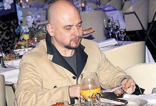 Сергей ТРОФИМОВ решил перед выступлением подкрепиться