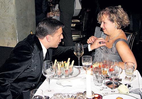Леонид ПАРФЁНОВ наконец-то нашёл в своей жене Елене ЧЕКАЛОВОЙ изюминку - или икринку
