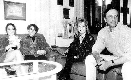 Александр ГОРШКОВ со второй женой Ириной, её сыном от первого брака и своей дочерью