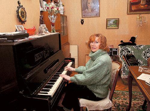 ...и на пианино