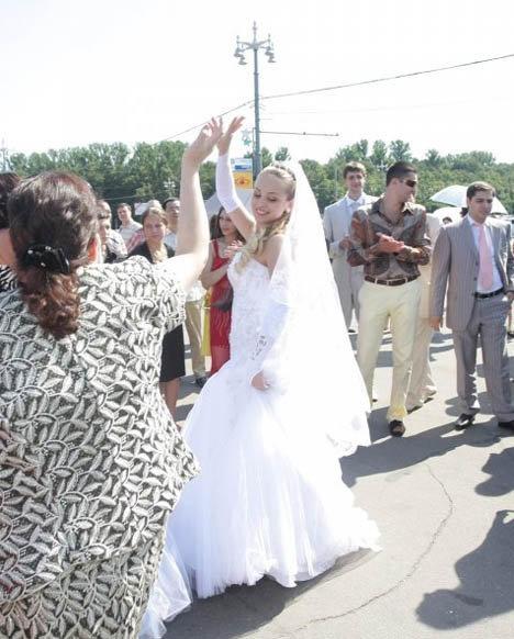 Свадьба прошла по цыганским обычаям. Фото: starstory.ru
