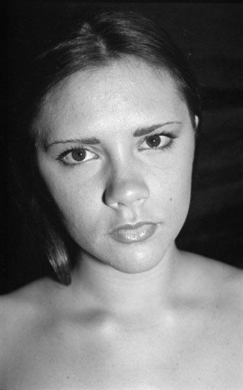 Черно-белая фотосессия молоденькой Викки сделана в 1993 году. Фото: radaronline.com