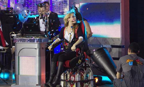 Звезда скетчкома «Даешь молодежь» Маруся ЗЫКОВА тоже оказалась на трясущемся кресле