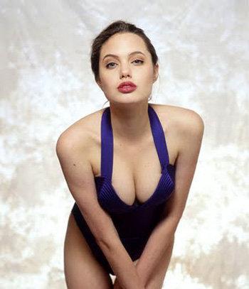 А на этом фото 17-летняя Анджелина, начинающая модельную карьеру, уже с новым прооперированным носом