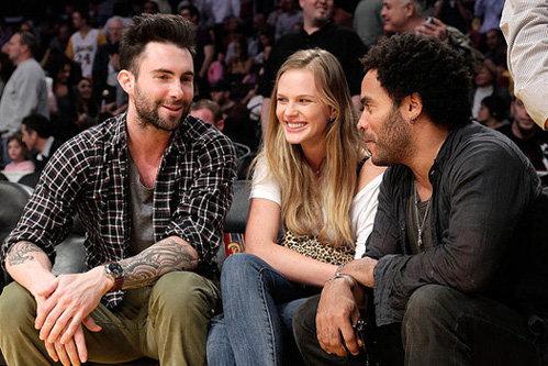 Адам и Анна на игре Lakers с Ленни Кравитцем