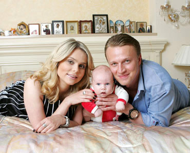 Ксения Новикова с мужем и сыном Мироном. Фото rusradio.ru