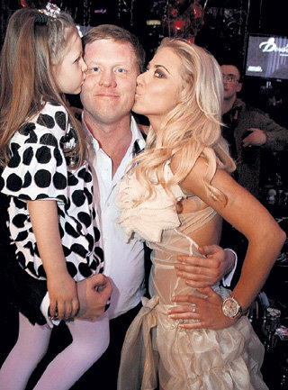 Аня с любимыми - гражданским мужем Сергеем и его дочкой Дашей