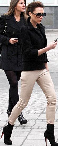 Для прогулки по Красной площади Вики была одета слишком легко. Фото Daily Mail
