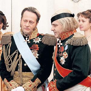 ...царь Александр I (Эдуард РАДЗЮКЕВИЧ), и полководец Кутузов (Сергей ДОРОГОВ)