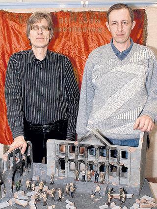Лица героев историк Игорь БОЛДИН и бизнесмен Сергей ТОКМАКОВ делали у плиты с помощью инструментов стоматологов