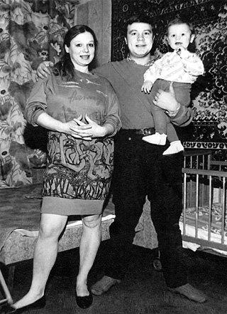 Сергей СЕЛИН с женой Ларисой и сыном Прохором. 1988 год
