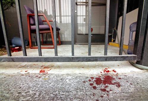 Кровавые следы на месте преступления. Фото Los Angeles Times