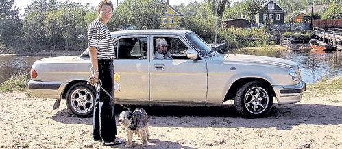 Владимир ЧУРОВ любит отдыхать на Ладоге со своим сыном Евгением. Раньше он брал собой пушистую собачку Тасю. Пёсик прожил в семье политика 18 лет и умер от старости