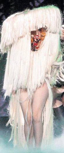 В таком прикиде Lady Gaga не стыдно бы выступить и на «Евровидении»