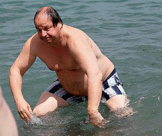 Дмитрий АСТРАХАН выходил из моря уверенной поступью медведя