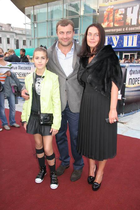 Михаил с женой Ольгой и дочкой Варей