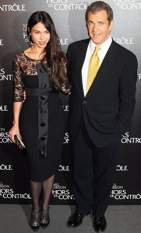 Еще в феврале Оксана и Мел выглядели счастливыми. Фото: Daily Mail