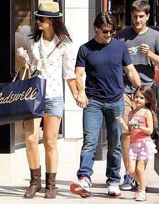 Сури с семьей на прогулке 6 июля.