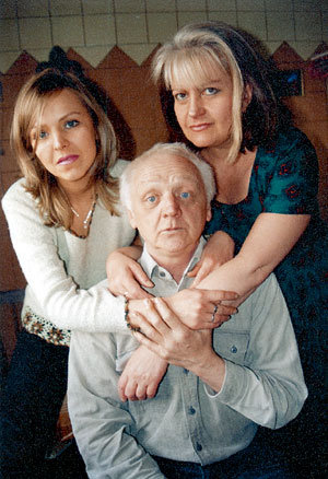 Несколько лет назад Виктор ПЕРЕВАЛОВ, его жена Ирина и дочь Елена радушно принимали нашего фотокорреспондента Бориса КУДРЯВОВА