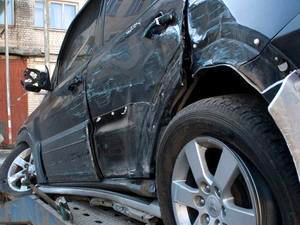 Машина дрессировщиков смята в лепешку. Фото kp.ru