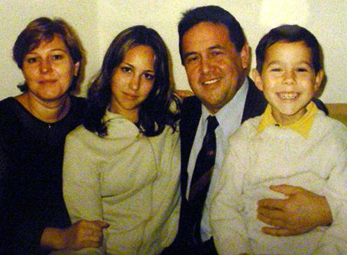 Ренат ИБРАГИМОВ с женой Альбиной, сыном Султаном и дочерью Айей (Фото: kp.ru)