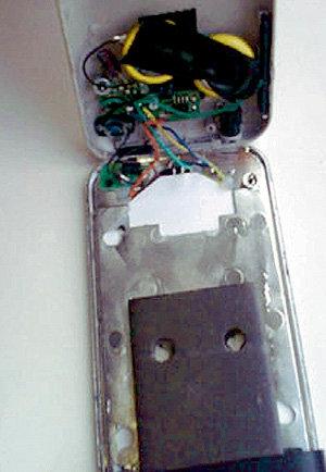 ...но внутри только батарейка, лампочка и всякая ерунда для веса