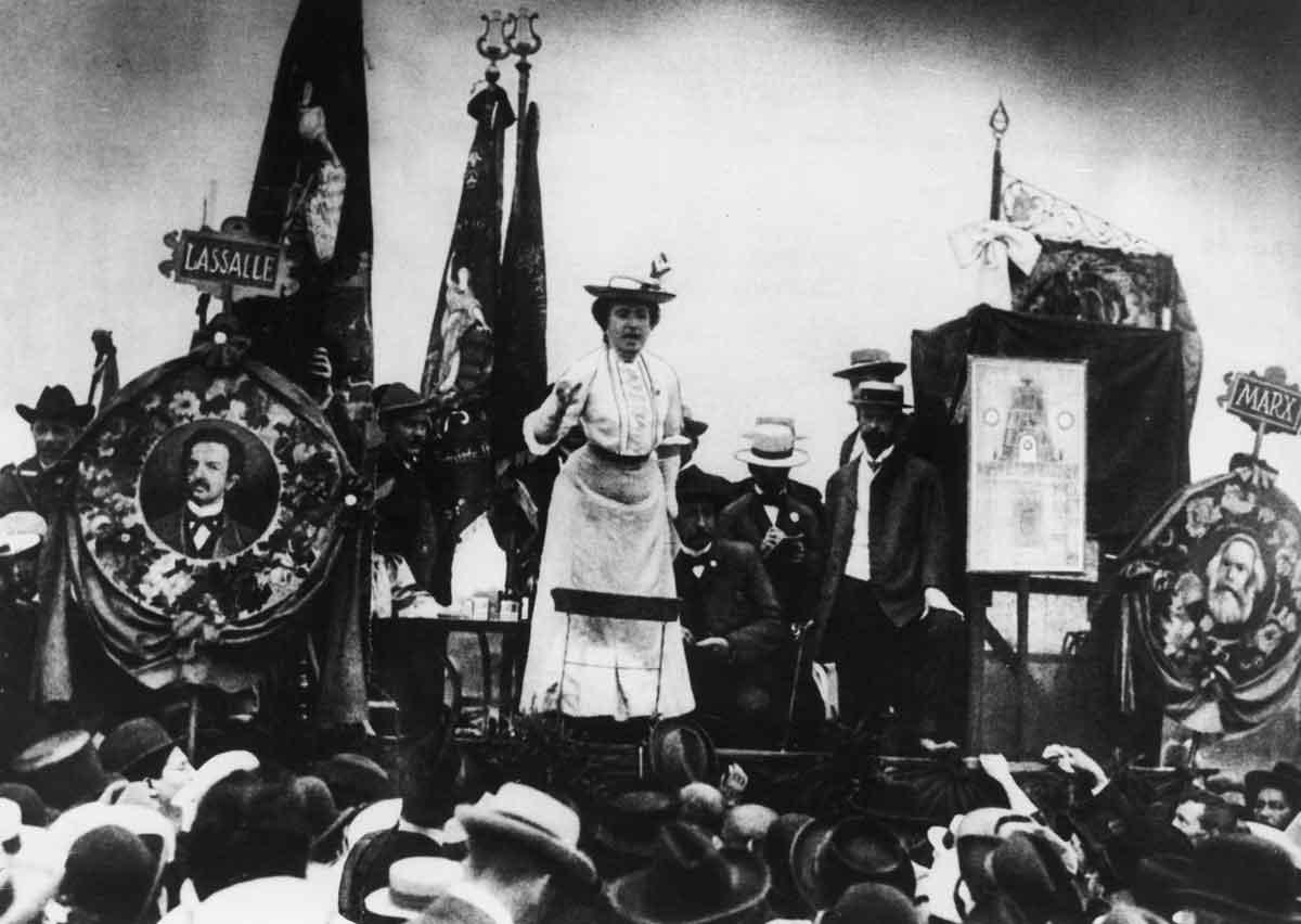 Роза Люксембург на митинге в Штутгарте в 1907 году. Фото: platypus1917.org