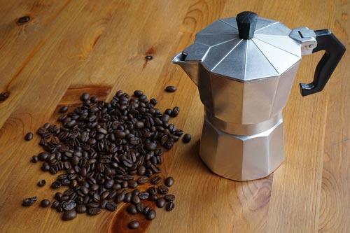 Зерна кофе содержат не только кофеин. Фото: pixabay.com