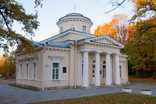 Дача Струкова в Петергофе. Автор: Ulyana a / wikimedia.org