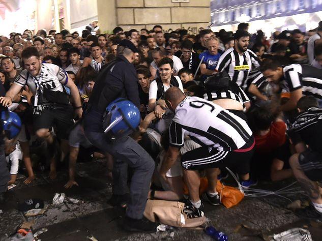 Давку вТурине вовремя просмотра финала Лиги чемпионов вызвали подростки, изобразившие террористов
